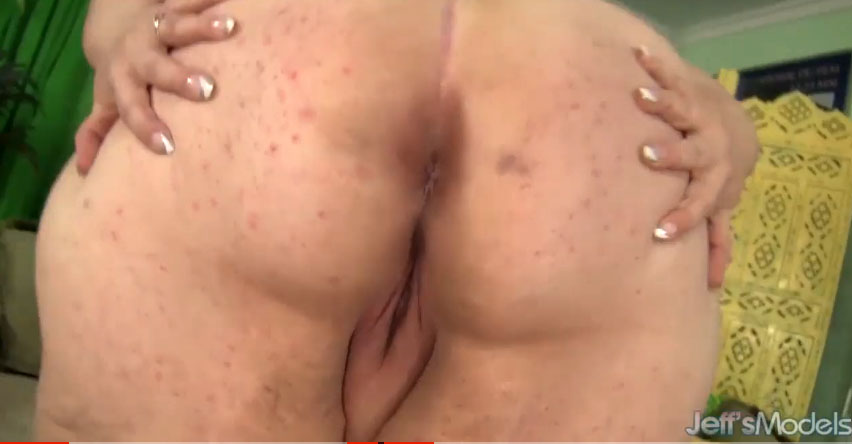 La gorda madura Kitty Nation se masturba